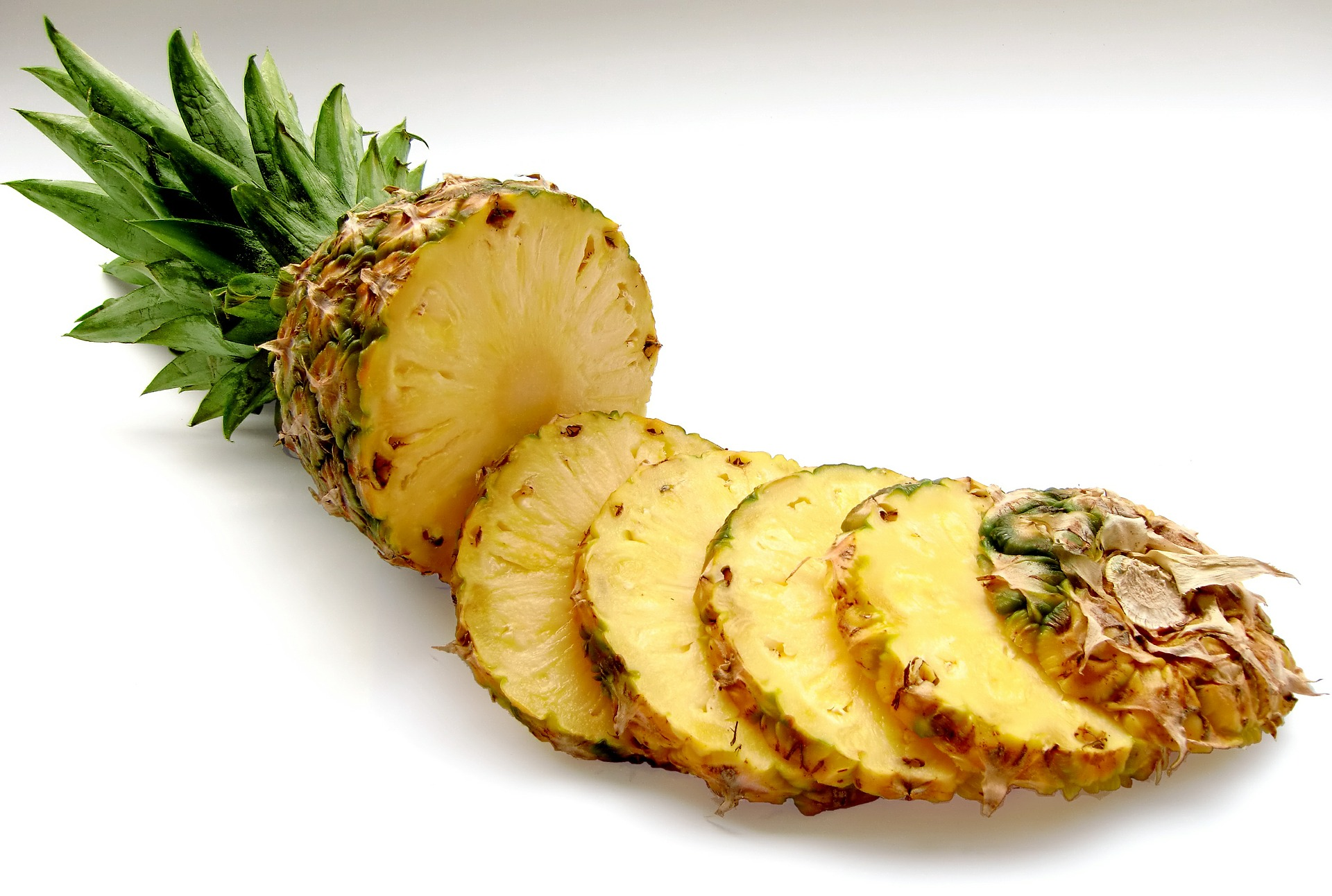picture of sliced pineapple